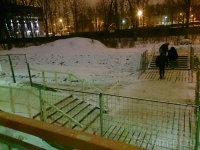От платформы Трехгорка в сторону области сделали мостик к зеленому забору - image.jpg